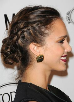 Jessica Alba is a gifted and talented young actress. She has already played a great number of roles, which rang from light comedy to gritty drama. Her charming hairstyles always leave people a deep impression. She has the super ability to rein her hair. No matter the long wavy or straight hair or the mid-length[Read the Rest]