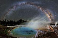 Foto espacial: a Via Láctea sobre o parque de Yellowstone | HypeScience