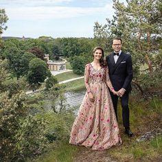 Kungahuset 🇸🇪 (@kungahuset) • Foton och videoklipp på Instagram Princess Victoria Of Sweden, Crown Princess Victoria, Queen Of Sweden, Royal Court, Royal Royal, Royal Families Of Europe, Swedish Royalty, Bridesmaid Dresses, Wedding Dresses