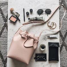 2016年流行カラー/ローズクォーツ x 巾着型バッグ/Editor's Blog from ShopStyle Japan