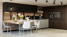 4 Kitchen Interior Design Mistakes That You Need to Avoid. At first, understand the mistakes you shall avoid designing and renovating the kitchen: New Kitchen, Kitchen Dining, Kitchen Decor, Futuristisches Design, Design Ideas, Dark Wood Kitchens, Style Deco, Interior Rendering, Cuisines Design