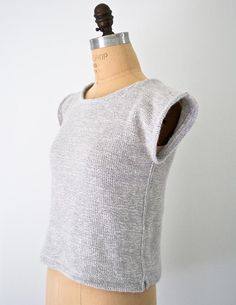 Over-the-top Top, a free knitting pattern from Purl Soho that needs to be in my closet Crochet Summer Tops, Summer Knitting, Knitting Yarn, Knitting Patterns Free, Knit Patterns, Free Knitting, Purl Bee, Purl Soho, How To Purl Knit