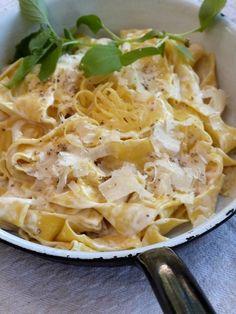 grain de sel - salzkorn: Pasta mit Mascarpone, Parmesan und Zitronenschale