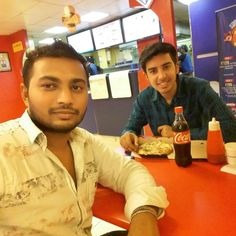 Enjoing  pizza with my friend