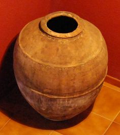 Tinaja de más de 200 años de antigüedad que podrás admirar en el recibidor de casa Ço Canes