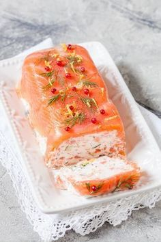 Salmon and shrimp terrine A beautiful party entrance www.cuisine-and-me … Source by celinemiou Salmon And Shrimp, Baked Salmon, Fish And Seafood, Keto Salmon, Salmon Dishes, Fish Dishes, Seafood Appetizers, Appetizer Recipes, Cooking Recipes