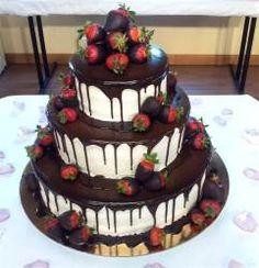 red velvet con fragole e cioccolato