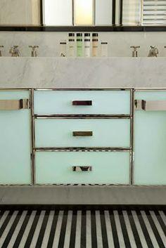 Numero uno on my perfect house wishlist: Mint Green retro bathroom.