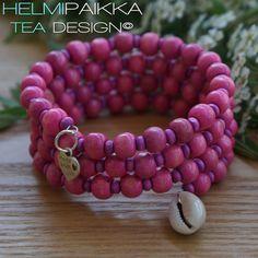 Pinkki puuhelmirannekoru