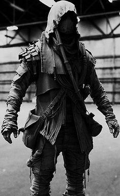 Máscara oscura de la moda en blanco y negro capó guerra guerrero futurista oscuro puesto respirador moda moda apocalíptica sudario moda futurista