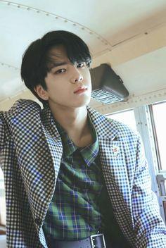 younghoon (the boyz)