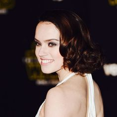 Daisy Ridley wears her hair in the Charlie Girl style