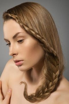 15 Hairstyles Style Boho-Chic - Narrow braid dow the side, caught in a curved braid to the front-- Looks a little nautical
