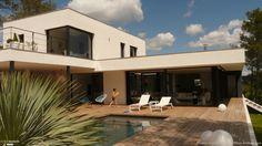 Maison d'architecte avec patio intérieur, grande terrasse et piscine...