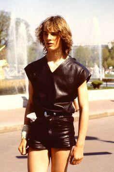blpg Tween Boy Fashion, Young Fashion, Leather Fashion, Leather Men, Mens Fashion, Leather Jackets, Teen Boy Haircuts, Grunge Guys, Teenage Guys