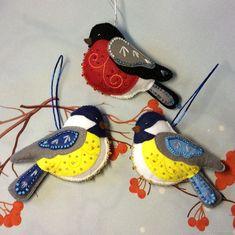 Handmade Christmas Decorations, Felt Christmas Ornaments, Holiday Crafts, Felt Embroidery, Felt Applique, Felted Wool Crafts, Felt Crafts, Broderie Simple, Felt Birds