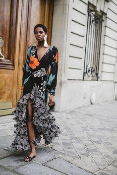 Johanna Ortiz Spring 2018 Ready-to-Wear Fashion Show Collection: See the complete Johanna Ortiz Spring 2018 Ready-to-Wear collection. Look 39 Black Women Fashion, Look Fashion, Fashion Art, High Fashion, Womens Fashion, Fashion Design, Fashion Trends, Casual Fashion Style, Fashion Outfits