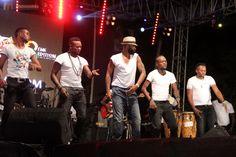 Fally Ipupa et ses danseurs