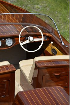 Beautiful Mahogany Motorboat from Ynot Yachts Wooden Speed Boats, Wood Boats, Diy Wooden Projects, Boat Projects, Lake Boats, Chris Craft Boats, Offshore Boats, Runabout Boat, Boston Whaler