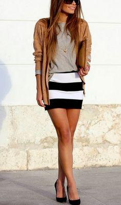 Gosto da combinação de cores e do cardigã mais longo para equilibra a saia justa no corpo. Talvez listras no meu quadril não funcionem mas gosto da ideia geral