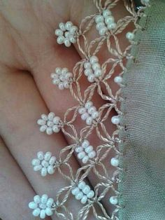 Needle lace example with bead. You can do it by the photo. It is easy but really nice. Crochet Motifs, Crochet Borders, Crochet Trim, Filet Crochet, Irish Crochet, Crochet Lace, Crochet Stitches, Crochet Patterns, Crochet Crafts