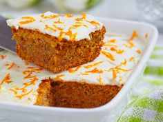 This Carrot Orange Coconut Cake features a refreshing mix of flavors topped with Orange Cream Cheese frosting. Give the recipe a try today! Homemade Carrot Cake, Easy Carrot Cake, Gluten Free Carrot Cake, Healthy Carrot Cakes, Easy Cake Recipes, Cookie Recipes, Dessert Recipes, Cake Sans Oeuf, Cake Flavors