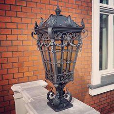 Kuta lampa na specjalne zamówienie naszych klientów :) Precyzja w każdym detalu.. #artistic #handmade #blacksmith #art #traditional #light # outdoor #castel #garden #rzemiosło #metaloplastyka #kute #dobrebopolskie #efektmetal