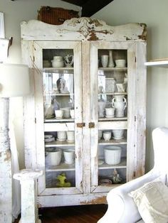 23 Pretty DIY Shabby Chic Furniture Ideas You Can Make Yourself - The Trending House Cocina Shabby Chic, Shabby Chic Kitchen, Vintage Kitchen, Shabby Chic Furniture, Shabby Chic Decor, Country Furniture, Painted Furniture, Painted Hutch, Building Furniture