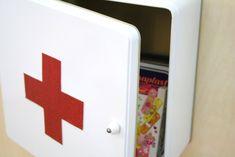 DIY Medizinschrank {upcycling tuesday} by http://titatoni.blogspot.de/