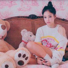 BLACKPINK-Jennie #Solo_MV Blackpink Jennie, Yg Entertainment, K Pop, Red Velvet Photoshoot, Blackpink Members, Kpop Girls, Black Queen, Pink Aesthetic, Cute Wallpapers