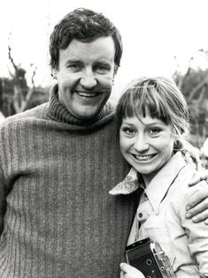 Richard Briers and Felicity Kendal as Tom and Barbara in The Good Life. British Tv Comedies, British Comedy, British Actors, Richard Briers, Felicity Kendal, My Childhood Memories, Sweet Memories, Vintage Television, Comedy Tv