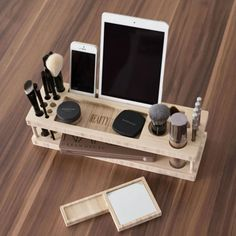 How amazing is this makeup organizer?