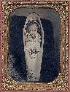 Memento Mori neonate