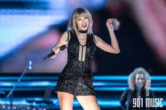 Taylor Swift Hot, Concert Outfit Winter, Music Festival Fashion, Festival Costumes, Taylor Swift Pictures, Victoria Secret Fashion Show, Photography Women, Winter Outfits, Singer