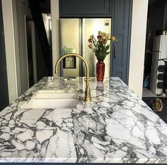 Arabescato marble is available in blocks, slabs, tiles, bookmatch and more. This white marble from Italy is a beautiful natural stone. Black Marble Countertops, White Granite, Marble Floor Kitchen, Arabescato Marble, Marble Suppliers, Yellow Marble, Marble Painting, Floor Design, Cladding