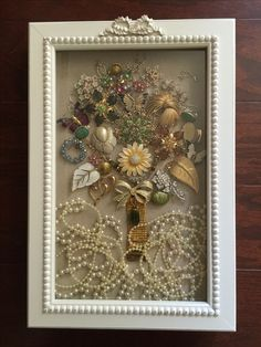 Vintage Jewelry Crafts Used all the pins and clip earrings of beloved grandparent and aunts to make this incredible bouquet of glitz! Frame Crafts, Crafts To Make, Arts And Crafts, Diy And Crafts, Costume Jewelry Crafts, Vintage Jewelry Crafts, Costume Necklaces, Vintage Jewellery, Silver Jewellery