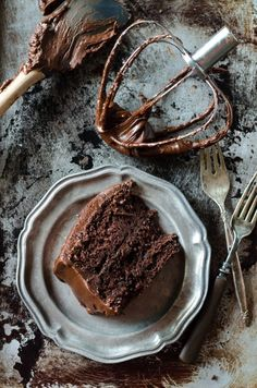 This Dark Chocolate Fudge Frosting is so rich, it will make the best cake ever! A fast and easy six ingredient recipe for the best chocolate icing.