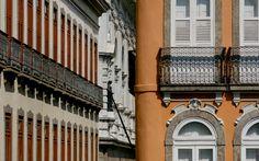 RUA DO MERCADO - No centro do Rio, a rua tem um antigo casario bem preservado datado entre o final do século 19 e início do século 20. O casario abriga bares e restaurantes