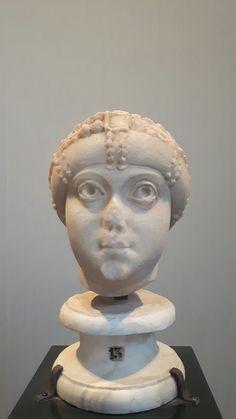 """Ritratto  del tipo """"Ariadne-Amalasunta"""". Fine  V sec. Musei  Capitolini"""