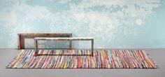 #Vloerkleden blikvangers in huis #Vloerkleden zijn essentieel voor een #sfeervolle #woonkamer. Ook bekend als #tapijt of #karpet, heeft het vloerkleed meerdere functies in het interieur. Behalve dat het een zachtere ondergrond is voor je voeten, maakt het vloerkleed de #woonruimte gezelliger. Meer informatie over #karpetten of #vloerkleden? http://www.wonenwonen.nl/karpetten/vloerkleden/7337
