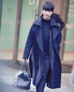 Weird thoughts: N in coats always reminds me of kris jenner 170212 In The Heights . . . #vixx#vixxn#vixxleo#vixxken#vixxravi#vixxhongbin#vixxhyuk#hakyeon#taekwoon#ravi#wonsik#jaehwan#hongbin#hyuk#vixxvideo#vixxupdate