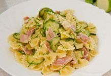WW zucchini and ham farfalles, recipe for a good summer dish of farfalles, tasty and balanced, easy to make for a light dinner. Ww Recipes, Lunch Recipes, Healthy Dinner Recipes, Crockpot Recipes, Cooking Recipes, Summer Dishes, Spaghetti Recipes, Breakfast For Dinner, Healthy Drinks