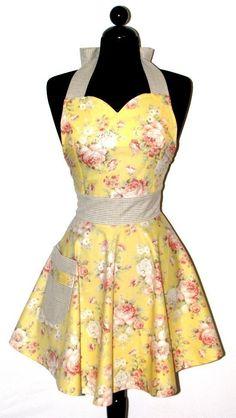 "Womens Sweetheart Neckline ""Yellow Roses"" Apron ~ bambinoamore ~ etsy.com"