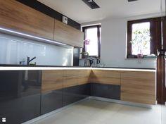 Wystrój wnętrz - Hol / przedpokój - pomysły na aranżacje. Projekty, które stanowią prawdziwe inspiracje dla każdego, dla kogo liczy się dobry design, oryginalny styl i nieprzeciętne rozwiązania w nowoczesnym projektowaniu i dekorowaniu wnętrz. Obejrzyj zdjęcia! - strona: 3 Kitchen Cabinets, Wood, Home Decor, Design, Google, Kitchens, House, Decoration Home, Woodwind Instrument