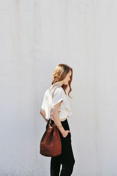 tee and black skinnies, simple but perfect combo, bag, play with high waisted?