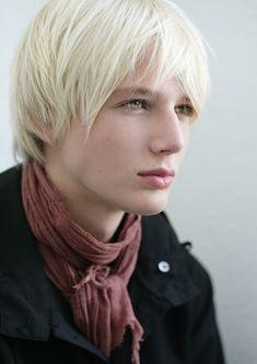 Archer-elf-blonde-green eyes real name Elanordir
