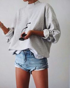 Hair Styles For School spring look streetwear in Fashion Mode, Look Fashion, Fashion Trends, Feminine Fashion, Fashion Stores, 90s Fashion, Fashion Fashion, Fashion Online, Fashion Tips