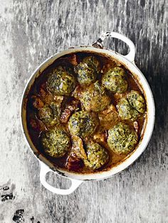 Venison makes a really good stew. Using the meat from the shoulder – rich, dark & deep in flavour, it responds well to slow-cooking. Serve with nettle dumplings My Favorite Food, Favorite Recipes, Food And Travel Magazine, Venison Stew, Roasted Fennel, Winter Dishes, Everyday Food, Lunches And Dinners, Dumplings
