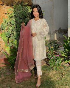 Beautiful Pakistani Dresses, Pakistani Dresses Casual, Pakistani Dress Design, Beautiful Dress Designs, Stylish Dress Designs, Pakistani Fashion Party Wear, Indian Fashion Dresses, Stylish Dresses For Girls, Frocks For Girls