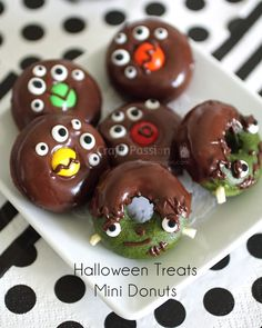 Includes recipe to bake donuts in Matcha, Chocolate & Plain flavors. Halloween Donuts, Halloween Chocolate, Halloween Treats, Halloween Recipe, Chocolate Dipped, Chocolate Flavors, Chocolate Desserts, Melting Chocolate, Mini Donuts